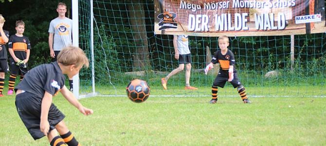"Wilde Kerle Fußballerlebnis in Ellingen: 50 Campteilnehmer – Jonas Röde wird ""wildester Kerl"" – Lucas Fackelmeier wird ""Spieler des Camps"""