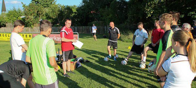 Fit für Kids: Zwei UFCler bei der Fußball-U5/U7-Schulung in Augsburg