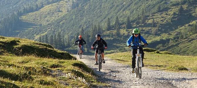 Natur pur: Unterwegs im herbstlich-sonnigen Karwendelgebirge – Vier Kinder geben alles: 1800 Höhenmeter in zwei Tagen