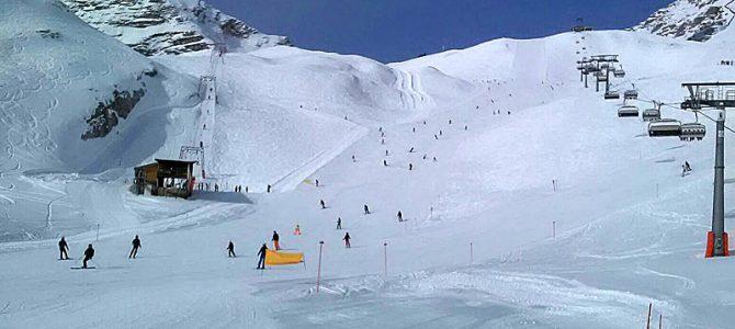 Pistenspaß bei bestem Wetter in Deutschlands höchstem Skigebiet