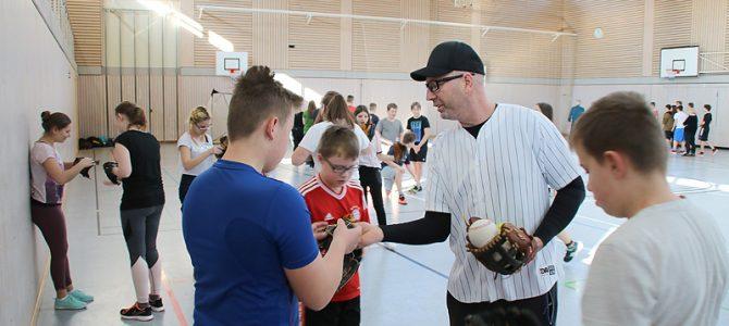 Schnupper-Baseball für die Ellinger Mittelschüler