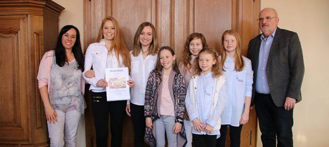 Ehrung der Deutschen Sportakrobatik-Mannschaftsmeisterinnen durch die Stadt Ellingen
