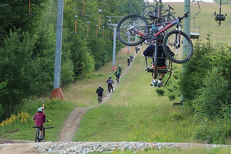 Bikepark-Spaß am Geißkopf Von der U7 bis zur U17 – 32 Teilnehmer/innen am Start